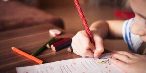 Cómo lograr que mis hijos cumplan el reglamento durante la cuarentena fondo