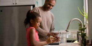 ¿Cómo lograr que mis hijos se laven las manos? imagen uno